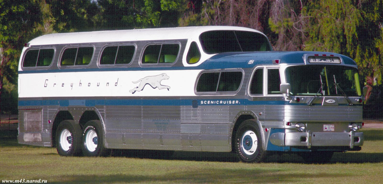 greyhound_scenicruiser_03_large.JPG